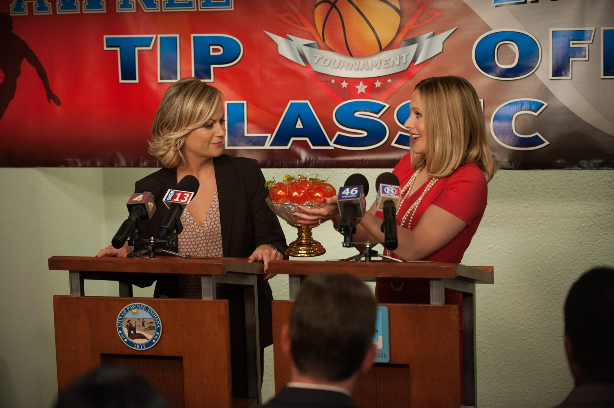 Parks and Recreation - 06x03 - The Pawnee-Eagleton Tip Off Classic