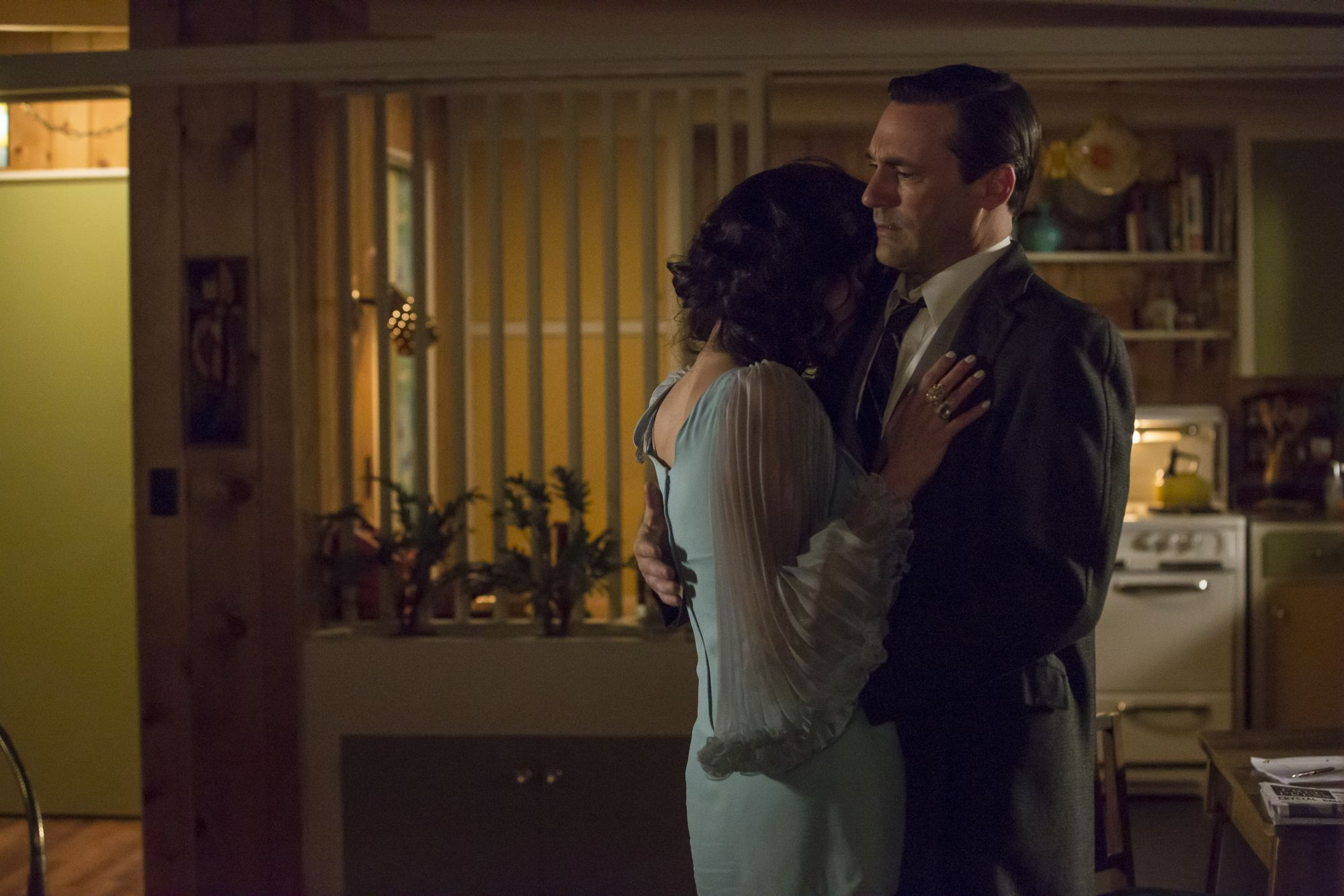 Mad-Men-07x01-Time-Zones-04