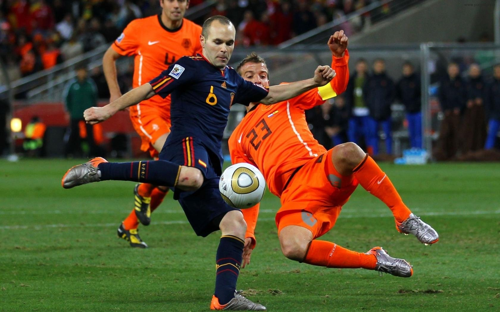 andres-iniesta-rafael-van-der-vaart-spain-holland-football-sports-world-cup-2010