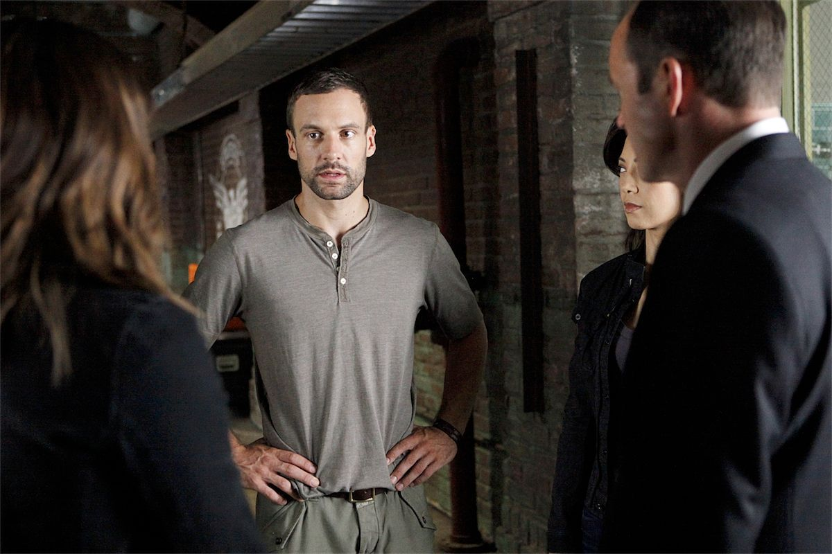 Marvel's Agents of S.H.I.E.L.D. - 02x02 - Heavy is the Head